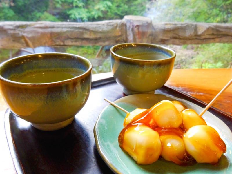 圧巻!奥日光で最も早く紅葉が楽しめるスポット「竜頭ノ滝」と絶景茶屋