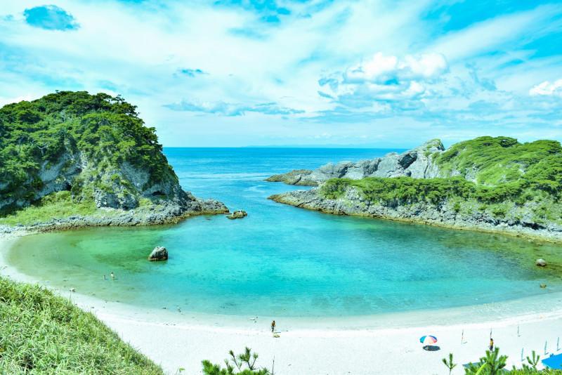 沖縄だけじゃない! この夏行きたい日本各地の美しいビーチ7選
