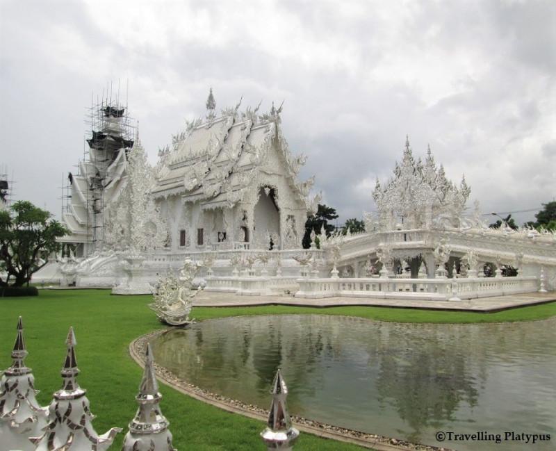【タイ】アート寺院「ホワイトテンプル」と妖しい魅力溢れる「ブラックハウス」