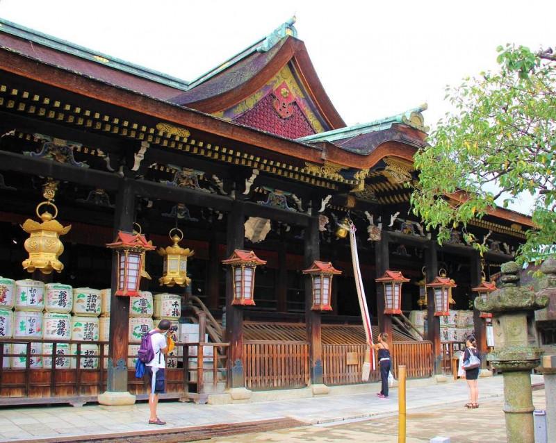 京都・北野天満宮は梅、紅葉名所! アクセス、観光の見どころは?