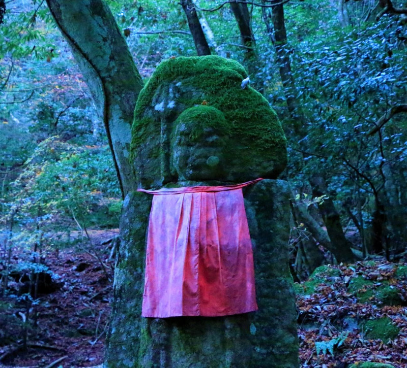 映画『鬼滅の刃』名シーン再現! 奈良県の岩「一刀石」で聖地巡礼! ディープなアクセスもご紹介