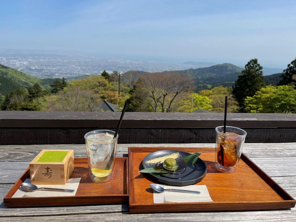 ミシュラン2つ星を獲得した景色が楽しめる絶景カフェ「茶寮 石尊」